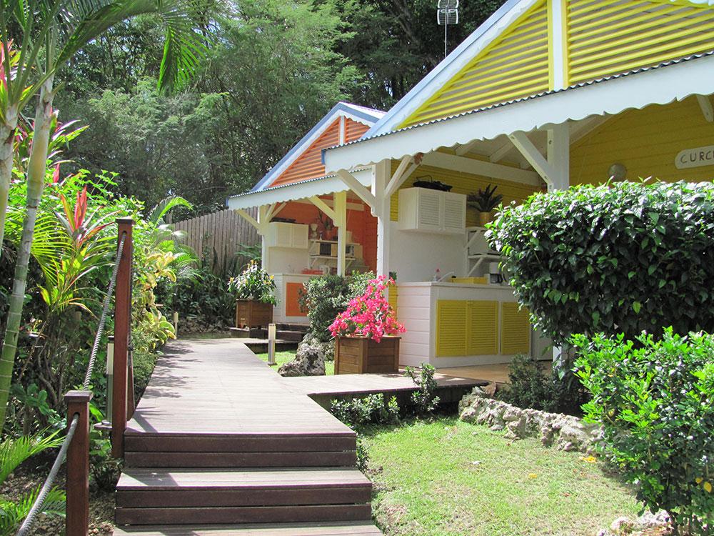 Nos bungalows Curcuma et Colombo vus depuis le jardin