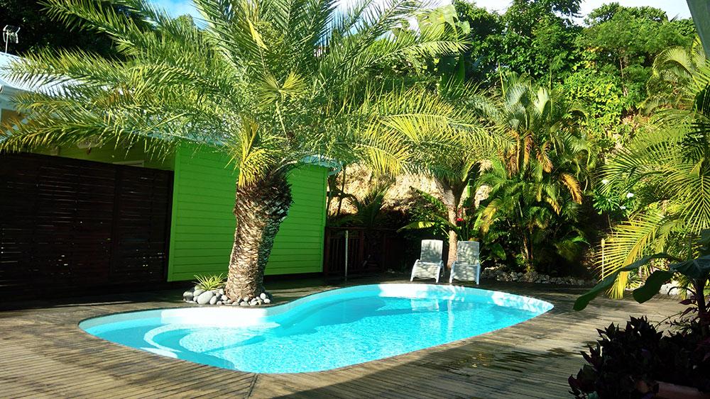 Vue sur la piscine de notre gîte des 3 épices en Guadeloupe
