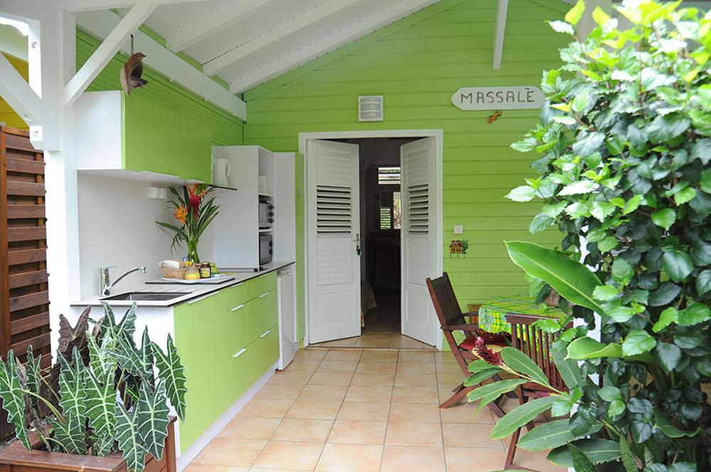 La terrasse du bungalow Massale au gîte des 3 épices en Guadeloupe.